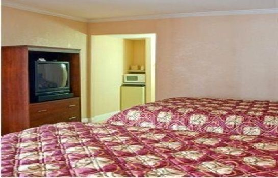 Room TOWNE MOTEL