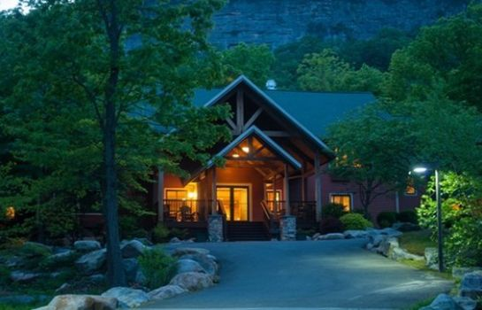 Exterior view MINNEWASKA LODGE