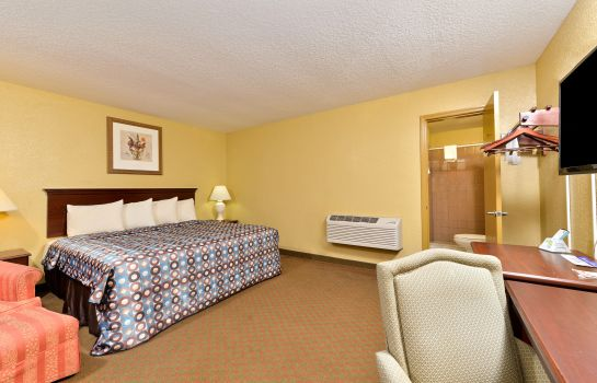 Zimmer AMERICAS BEST VALUE INN STARKE