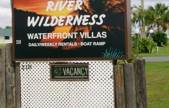 Vista exterior River Wilderness Waterfront Vi
