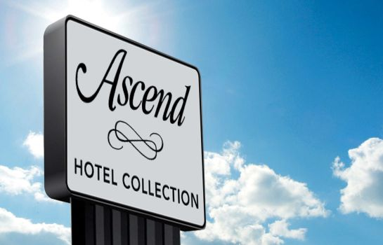 Außenansicht an Ascend Hotel Collection Member The Oaks Hotel & Suites