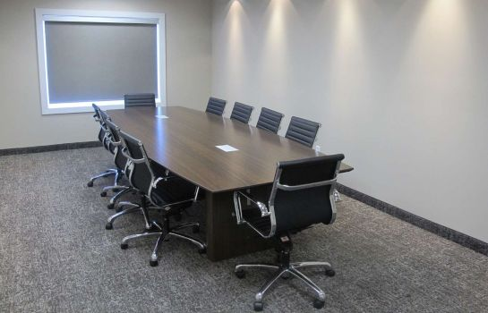 Conference room BEST WESTERN PLUS CHESTERMERE