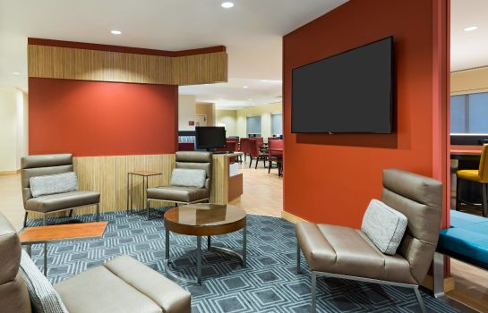 Hotel bar TownePlace Suites Latham Albany Airport