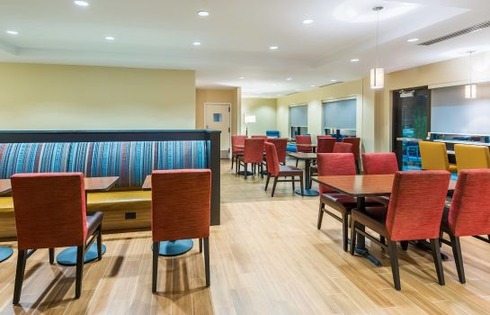 Restaurant TownePlace Suites Latham Albany Airport