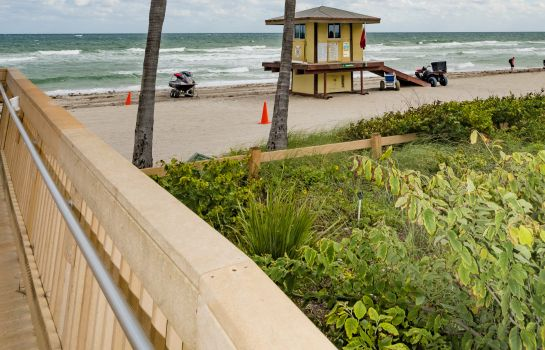 Strand Design Suites Hollywood Beach