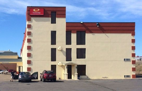Exterior view Econo Lodge Pierre