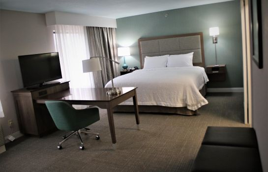 Zimmer Hampton Inn & Suites-Alliance OH