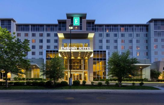 Buitenaanzicht Embassy Suites by Hilton Newark Airport