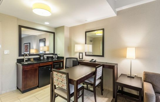 Hotel-Bar Embassy Suites by Hilton Newark Airport