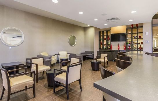 Bar de l'hôtel Embassy Suites by Hilton Newark Airport