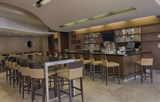 Hotelbar Embassy Suites by Hilton Newark Airport