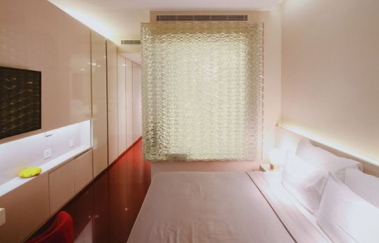 Double room (superior) Design Hotel Chennai by juSTa