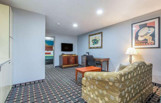 Suite KNIGHTS INN AND SUITES SALEM