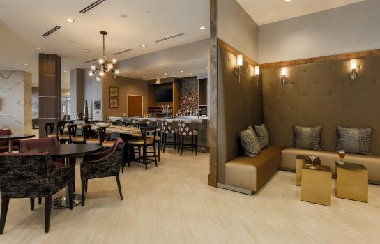 Bar del hotel DoubleTree by Hilton Evansville