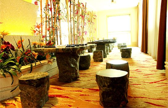 Vista all'interno East Hawaii Holiday Hotel
