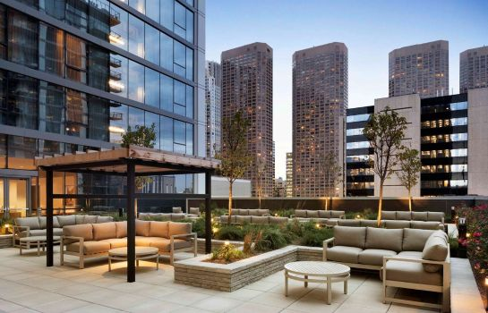 Exterior view Homewood Suites Chicago WLoop
