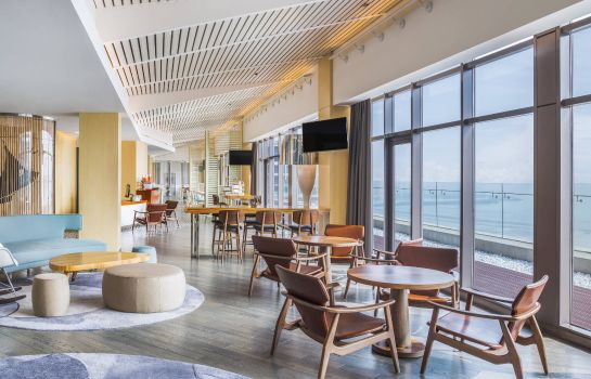 Bar hotelowy Le Méridien Qingdao West Coast Resort