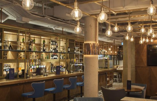 Bar del hotel DoubleTree by Hilton London Kingston Upon Thames