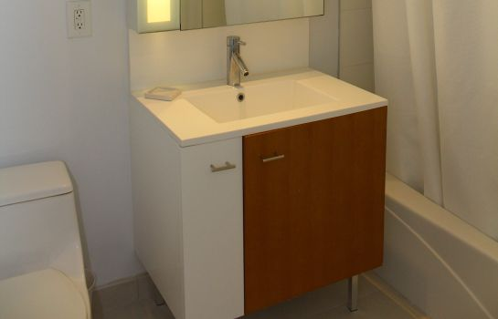 Bagno in camera ABA-IDEAL at 70 Greene Street