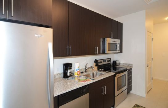cuisine dans la chambre Northeast Suites at Evolve East Boston
