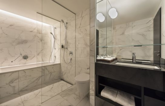Bathroom Adina Apartment Hotel Frankfurt Westend
