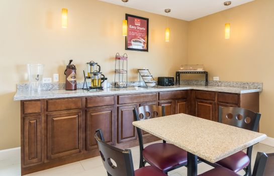 Restaurante Econo Lodge Inn & Suites North Little Rock near Riverfront