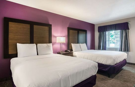 Room Econo Lodge Inn & Suites North Little Rock near Riverfront