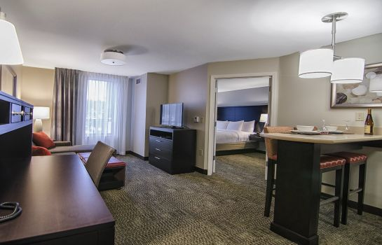 Habitación Staybridge Suites MARQUETTE