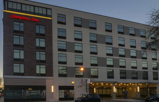 Exterior view Hampton Inn Chicago North-Loyola Station IL