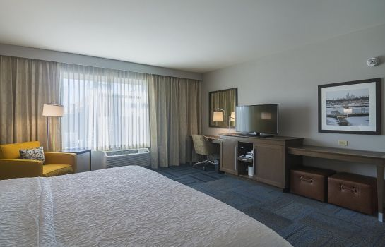 Room Hampton Inn Chicago North-Loyola Station IL