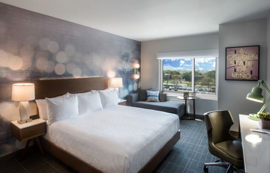 Zimmer Cambria hotel & suites LAX