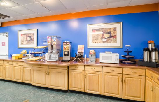 Restaurant Rodeway Inn and Suites Greensboro Southe Rodeway Inn and Suites Greensboro Southe
