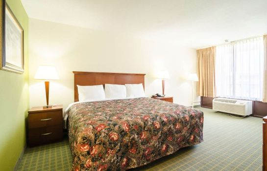 Double room (superior) Rodeway Inn and Suites Greensboro Southe Rodeway Inn and Suites Greensboro Southe