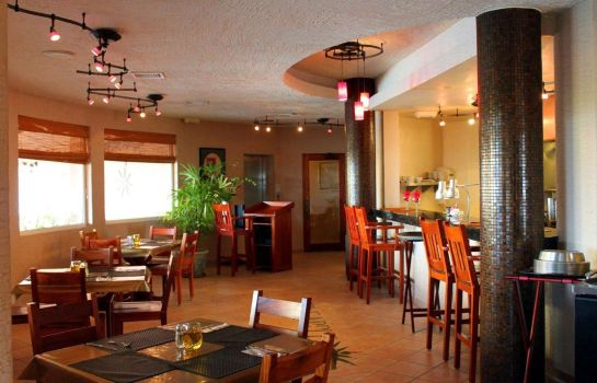 Restaurant Clarion Suites Roatan at Pineapple Villa