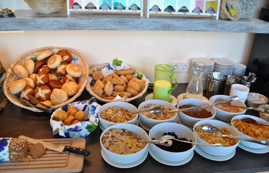 Breakfast buffet Alb Inn