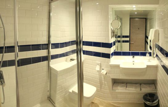 Bagno in camera Best Western Plus London Croydon Aparthotel