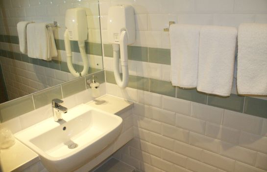 Bathroom Best Western Plus London Croydon Aparthotel