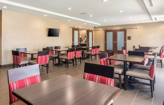 Restaurant Comfort Suites Airport on Meridian