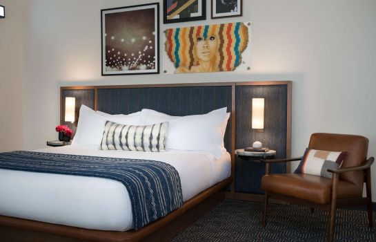 Chambre Troubadour Hotel New Orleans Tapestry Collection by Hilton
