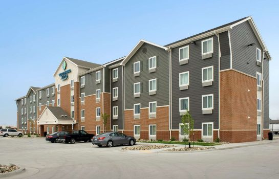 Exterior view WOODSPRING SUITES FARGO