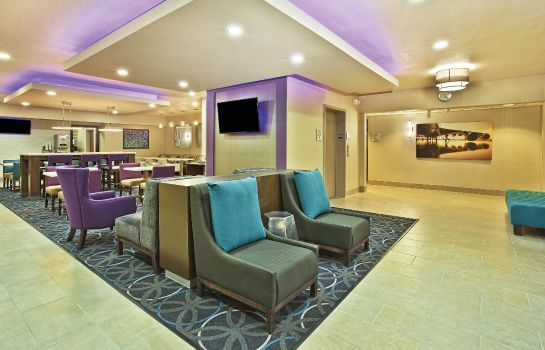 Hol hotelowy La Quinta Inn and Suites Fairborn Wright-Patterson