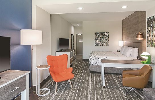 Zimmer La Quinta Inn and Suites Plano Legacy Frisco