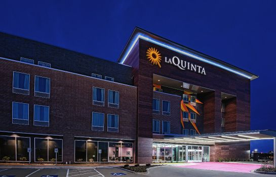 Buitenaanzicht La Quinta Inn and Suites Dallas Grand Prairie North