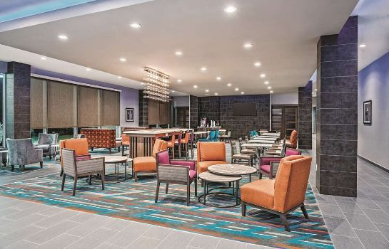 Hol hotelowy La Quinta Inn and Suites Dallas Grand Prairie North