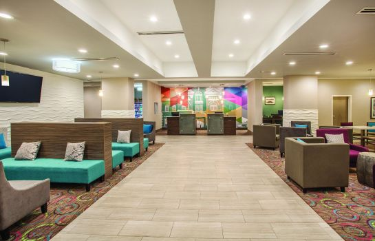 Hotelhalle La Quinta Inn and Suites Forsyth
