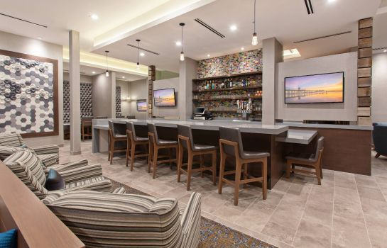 Vestíbulo del hotel SpringHill Suites Huntington Beach Orange County