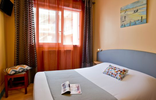 Double room (standard) Hôtel de France