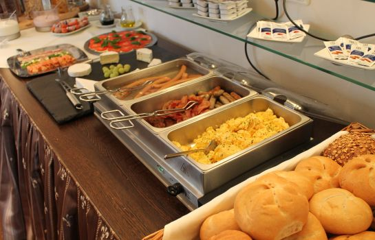 Breakfast buffet Am Schloss Biebrich