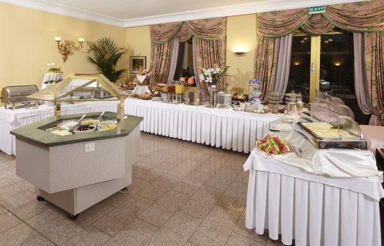 Ontbijtbuffet International au Lac Historic Lakeside Hotel