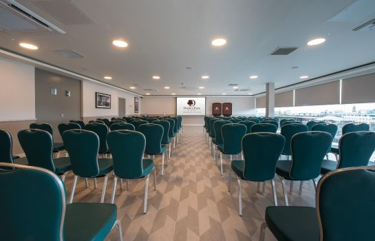 Conference room DoubleTree by Hilton Edinburgh City Centre